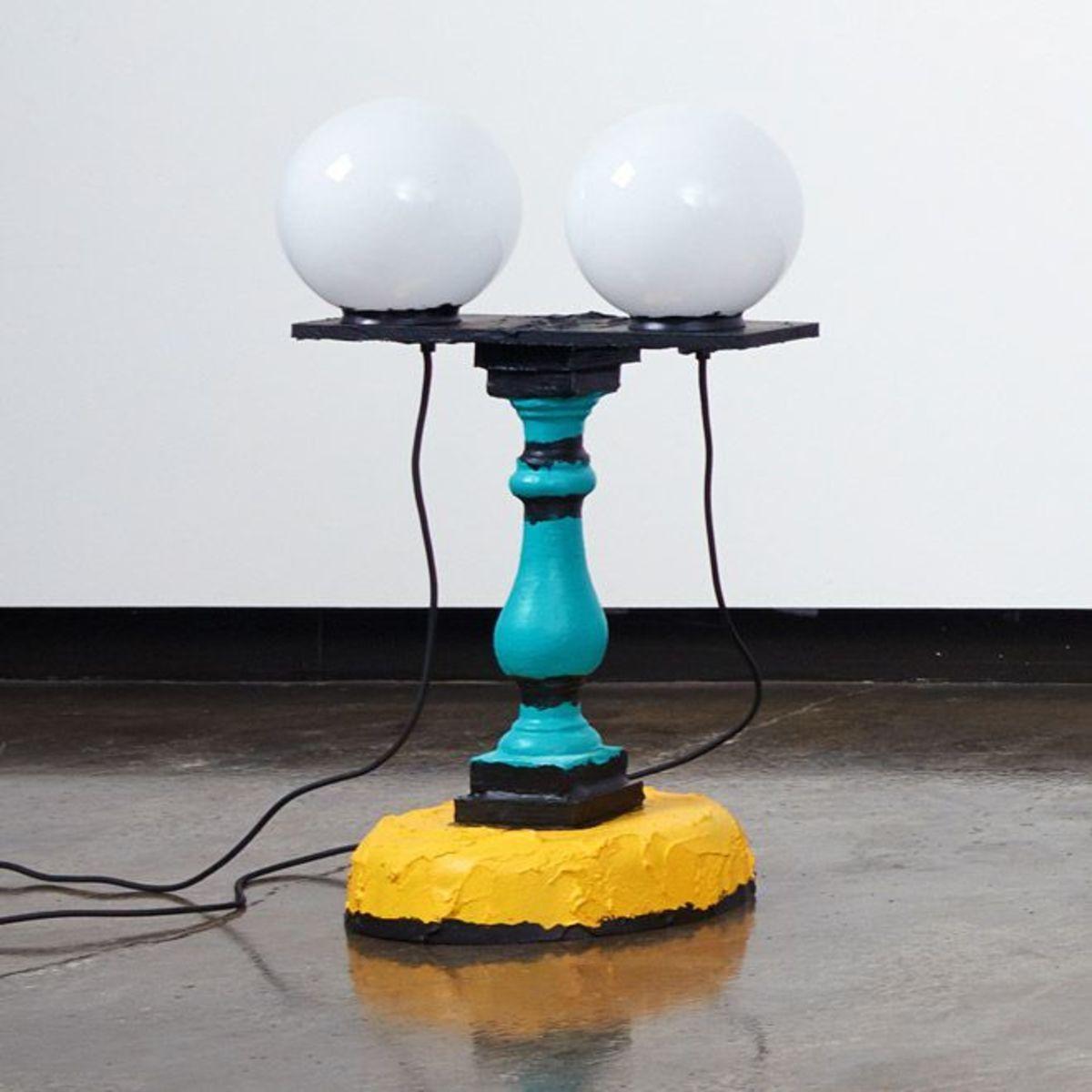 Double globe baluster desk lamp